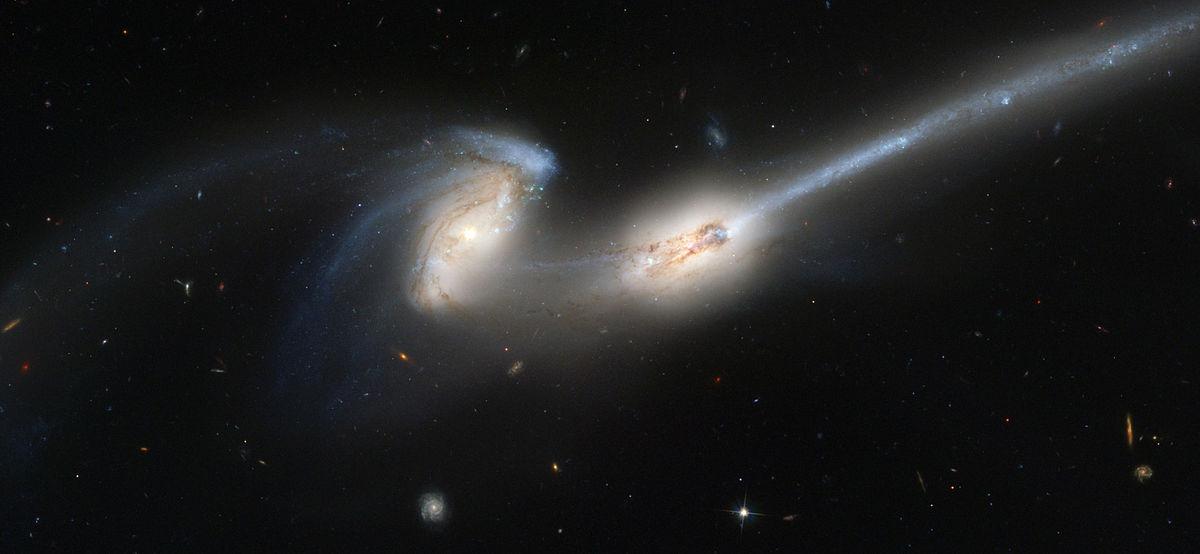 thiên hà NGC 4676 A & B