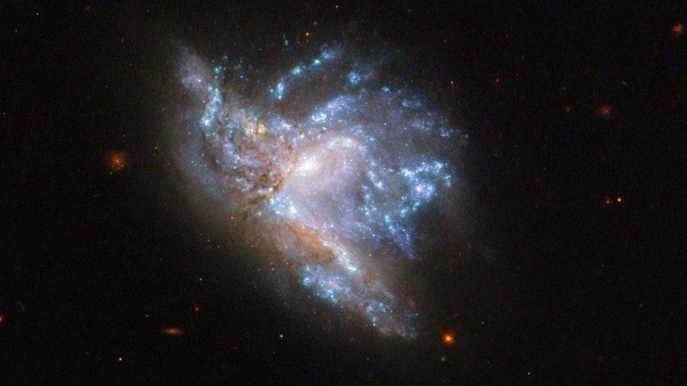 thiên hà NGC 6052